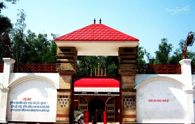 थावे मंदिर का मुख्य द्वार